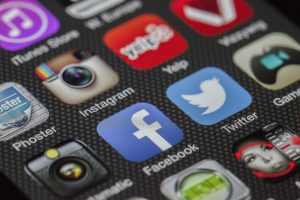 Social media - phone screen apps